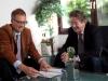 Steuerberater Dirk Flessenkämper in der Beratung mit einem Mandanten.